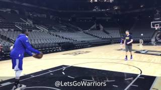 Draymond messes around w/ asst coach Chris DeMarco as Durant watches, Warriors (3-0) practice SAS G4