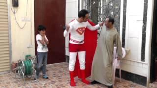 رجل يتحول إلى سوبرمان لفعل الخير - A man turns to Superman to do good