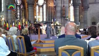 الطفل أنس فكري يضيء عتمة إحدى كنائس بلجيكا بنور القرآن