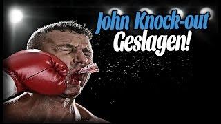 Geblinddoekt boksen - John KNOCK-OUT geslagen!