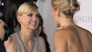 See the Red Carpet Moment Between Anna Faris and J Law That Has People Talking