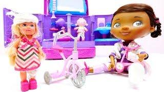 Doc McStuffins hat Sprechstunde - Was ist denn mit Steffi passiert? - Spielzeug Video für Kinder