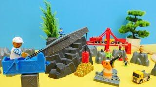 Spielzeug aus Holz - Brio Toys, tolle Züge -  Ein Tag im Steinbruch - Es gibt viel zu tun