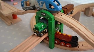 Railway - Olika Brio tåg på rolig tågbana