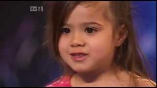 4 Years Old Shakira Dancing Salsa.mp4