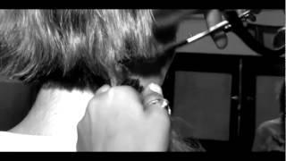 زيزي عادل صدمتها وبكائها وهي تقص شعرها