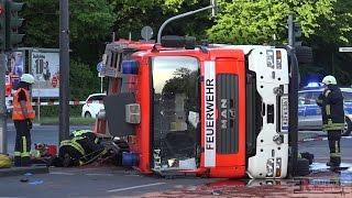 [TLF VERUNGLÜCKT AUF EINSATZFAHRT ZUM FEUER] - Schwerer Unfall auf Alarmfahrt in Köln -