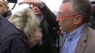 Présidentielle: Marine Le Pen visée par des œufs en Bretagne