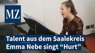 """Musikalisches Talent aus dem Saalekreis: Emme Nebe singt und spielt den Aguilera-Hit """"Hurt"""""""