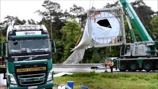 Lastwagen kracht in Schwertransporter mit Windrad A33