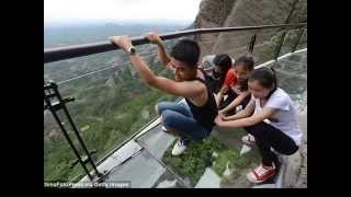 Chinese Tourists Scream After Glass Bottom Walkway Cracks
