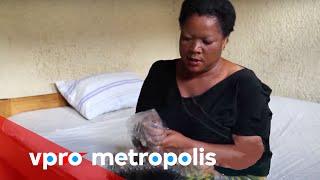 Plastic bag as a condom in Congo - vpro Metropolis