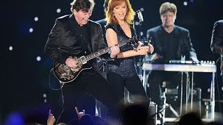 Reba McEntire Performs at the 2015 ACM