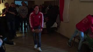 Sebastian Rudy und das Rugby-Ei