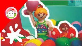Playmobil Film deutsch Die Wasserbombenschlacht im Aquapark / Kinderfilm von family stories
