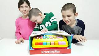 Simple Songs For Children LEARN COLORS Finger Family JOHNY JOHNY Yes Papa HAPPY BABY Piano Toy