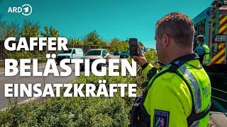 Gaffer und Angriffe auf Helfer gefährden Rettungsarbeiten   Panorama 3   NDR