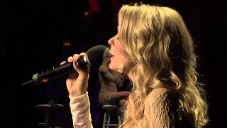 """LeAnn Rimes Performs """"The Rose""""  with The Gay Men"""