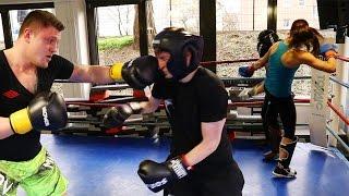 Kickbox-Weltmeister schlagen mich K.O. | ViscaBarca
