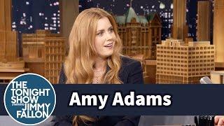 Amy Adams Had a Full Phone Convo in a Men
