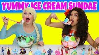 ELSA VS MOANA YUMMY YUMMY ICE CREAM SUNDAE CHALLENGE. (Totally TV Dress Up Characters)