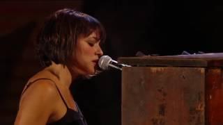 Norah Jones & Willie Nelson - Lonestar - Live at Miller Park Milwaukee 2010