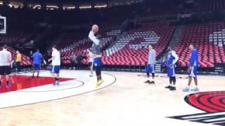 View from Warriors (3-0) AM shootaround b4 G4 vs POR: Stephen Curry dunk, Klay, Durant shoots w/ kid