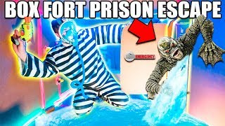 UNDERWATER BOX FORT PRISON ESCAPE 📦🚔Scary Monster!!