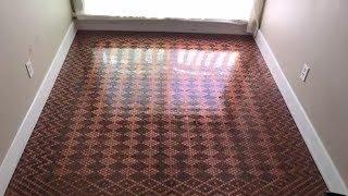 Kannst du erkennen woraus dieser Bodenbelag ist?