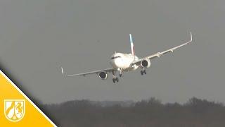 Orkan Friederike schüttelt Flugzeuge am Düsseldorfer Flughafen ordentlich durch