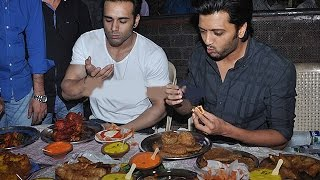 Riteish Deshmukh, Pulkit Samrat Feast At FAMOUS Mohammed Ali Road | Bollywood News