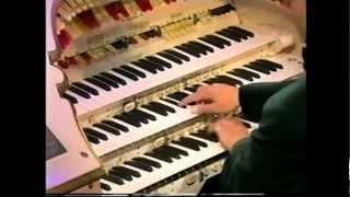 Organist goes Crazy! The Worlds Fastest Organist
