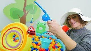 Nicoles Grüne Box - Wir gehen Angeln - Spielzeug Video für Kinder