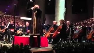 مغربي يؤذن في إحدى أكبر كنائس هولندا adhan in the church