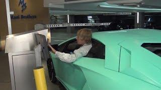 Wie ein Fahranfänger! Justin Bieber bekommt Protz Auto geschenkt