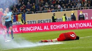Lewandowski wird von Böller getroffen und bleibt liegen..