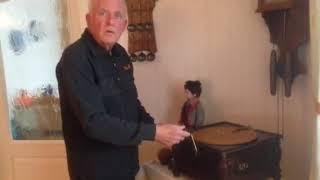 Freyunger spielt auf der Drehorgel