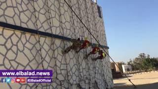 صدى البلد |تدريبات جنود الصاعقة المصرية وتسلق المباني بالحبال
