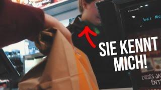 Fast Food Verkäuferin KENNT MICH?!