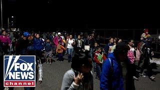 Migrant caravan enters Mexico through open border checkpoint