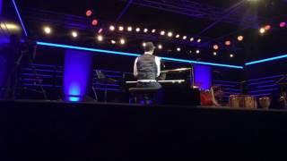 Das Publikum singt mit Roberto Fonseca