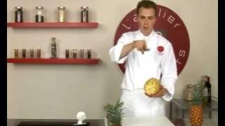 Technique de cuisine : Peler un ananas à vif