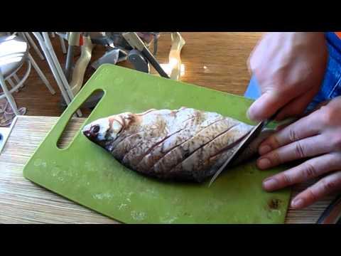 видео как вкусно приготовить карасей в духовке видео