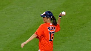 ALCS Gm7: Barbara Moon throws first pitch in Houston