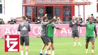 Bayern-Training: Costa tunnelt Ribéry von hinten und Müller macht den Clown