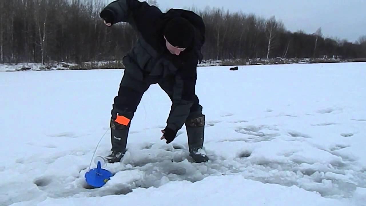 ribalka-na-zherlitsi-zimoy-video