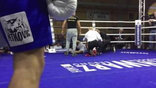 K.O. im Boxkampf: Michel Serge schlägt Viktor Kessler in Traunreut