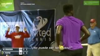Increíble: un partido de tenis interrumpido por el sonido de una pareja...