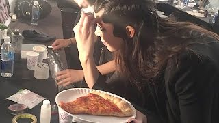 Kendall Jenner Scarfs Down PIZZA Minutes Before Walking the Runway at NYFW