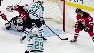 Kinkaid makes big recovery save to deny Stars a goal